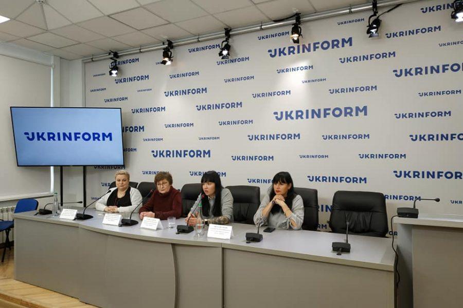 """Активістки ВО """"ВОНА"""" взяли участь у прес-конференції"""