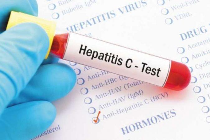 Про лікування ВІЛ, вірусних гепатитів й побічні ефекти від препаратів говорили на інформаційному занятті