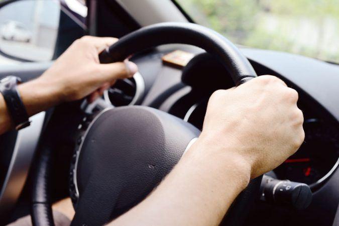 Важливе судове рішення про керування автомобілем та участь у програмі замісної терапії